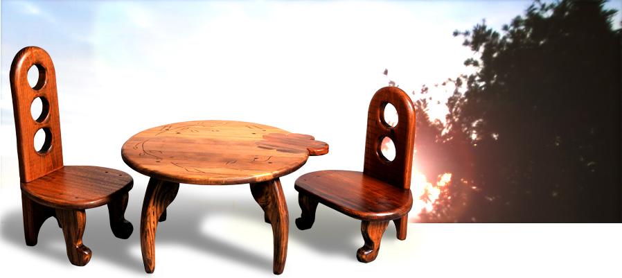 廃材から生まれた子供たち - 椅子と机
