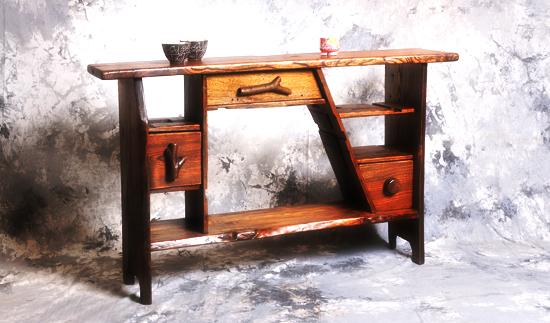 廃材から生まれた家具