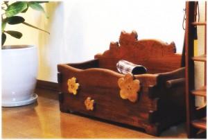 作例1.廊下の雰囲気に合わせた猫の収納BOX